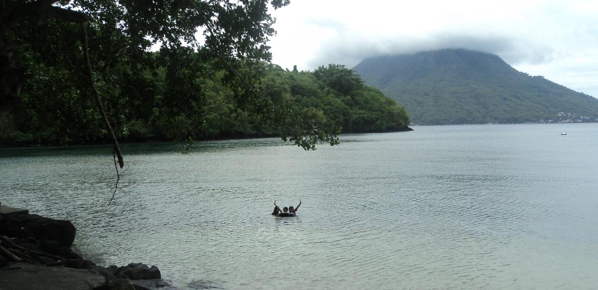 Hiri island from Sulamadaha Beach